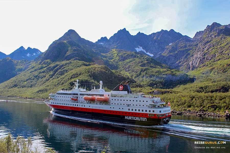 Schiff fahren in Norwegen Hurtigruten