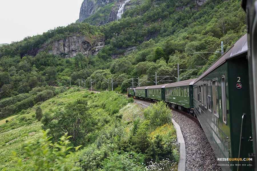 Zugfahren-in-Norwegen