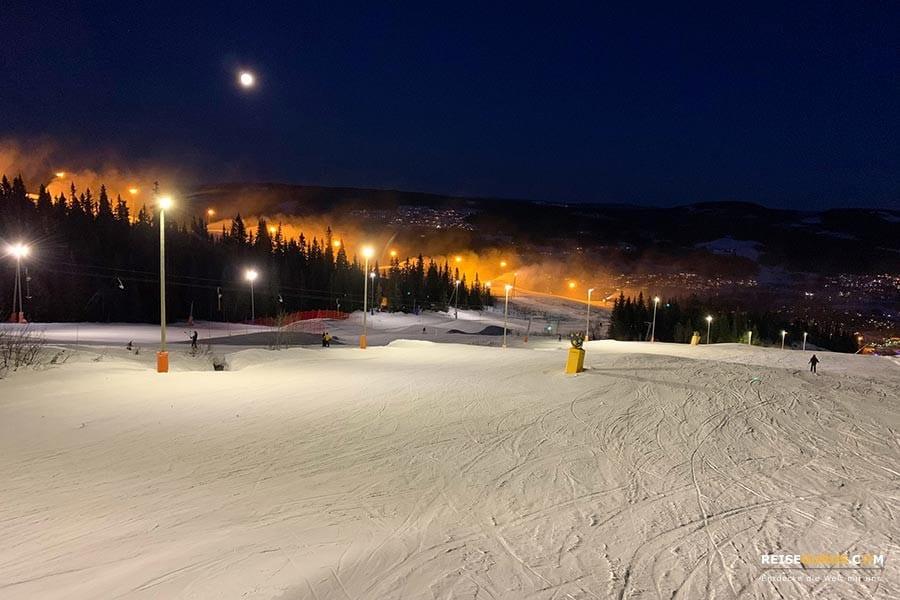 Skifahren bei Nacht
