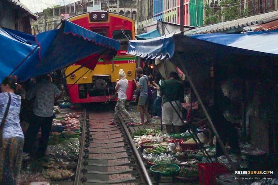 Eigenanreise zum Maeklong Railway Market auf eigene Faust