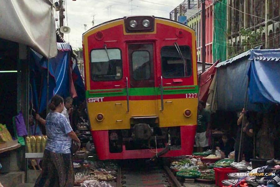 Organisierte Touren zum Maeklong Railway Market und Damnoen Saduak Floating Market