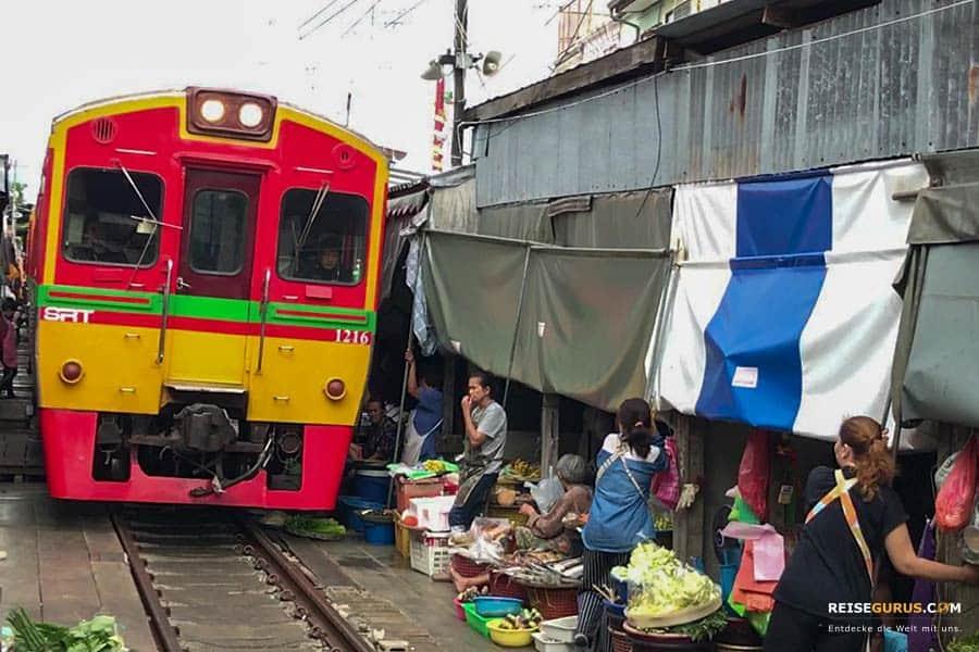 Maeklong Railway Market Eine besondere Sehenswürdigkeit
