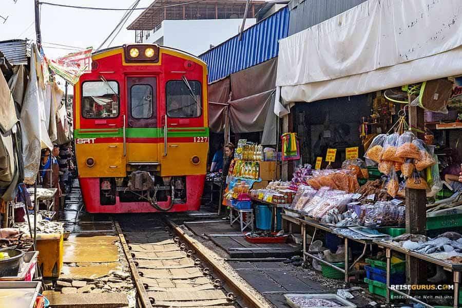 Maeklong-Zugmarkt-Bangkok
