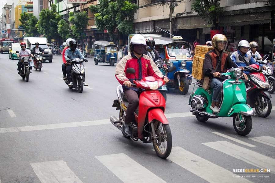 Roller mieten Thailand Straßenverkehr